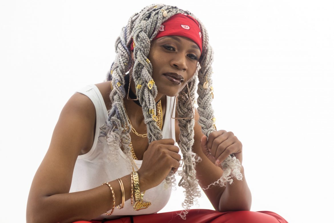 Female Rap Star Assessa is Blowing up in South Africa. Over 124k views on her video for Quantum. Now added to the Bafana FM playlist